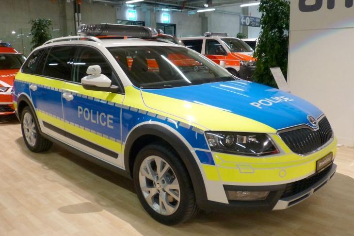 Skoda au service de la police - Page 5 2015-suisse-public-19_1408_1